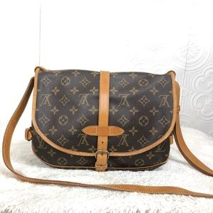 🌸OFFERS?🌸💯%Auth Louis Vuitton Monogram Crossbdy
